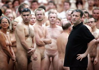Spencer Tunick makes another nude show on popular South Beach