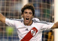 Madrid signs River Plate's Higuain