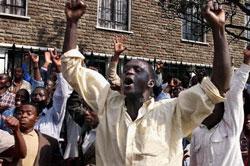 Kenyan protest against police raids on media