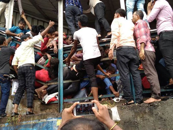 Stampede kills 22 in India's Mumbai during heavy rain. 61369.jpeg