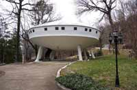 Flying saucer house available in Tennessee