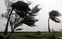 Hurricane Dean to slam into Mexico's Yucatan Peninsula late Monday