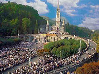 Tens of Thousands Evacuated from Lourdes, France, After Bomb Alert