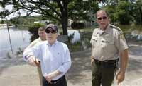 McCain tours flood-damaged sites in Iowa
