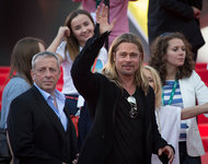 Long-haired Brad Pitt creates furore in Moscow. 50395.jpeg
