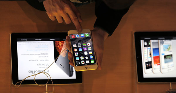 Apple upgrades security of its gadgets not to be hacked by authorities. Apple