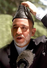 Karzai's Main Rival Demands to Replace Election's Chief