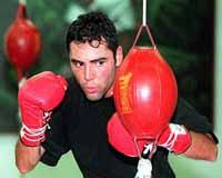 Trainer Roger Mayweather's nephew, Floyd, takes on Oscar De La Hoya in a super welterweight title fight
