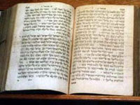 Old manuscript of Hebrew Bible to be donated to Jerusalem institute