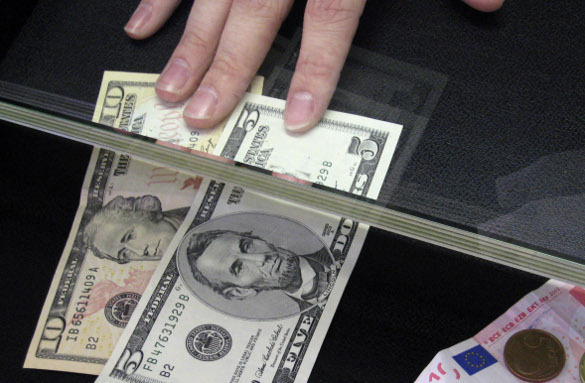 Dollar will not last forver and should be replaced with a worthy alternative. Is there alternative to US dollar?