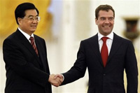 Russia and China sign 100-billion-dollar deal of the century