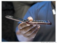 Motorola Inc relies on its new Razr2 cell phone to increase anemic sales