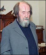 Nobel laureate Aleksander Solzhenitsyn accuses U.S., NATO of encircling Russia