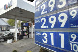 US Congress struggles to respond to public anger over high gas prices