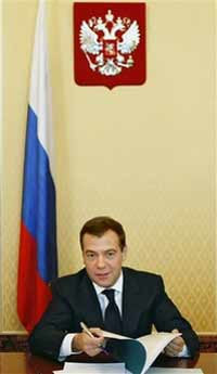 Dmitry Medvedev calls for fight against official corruption