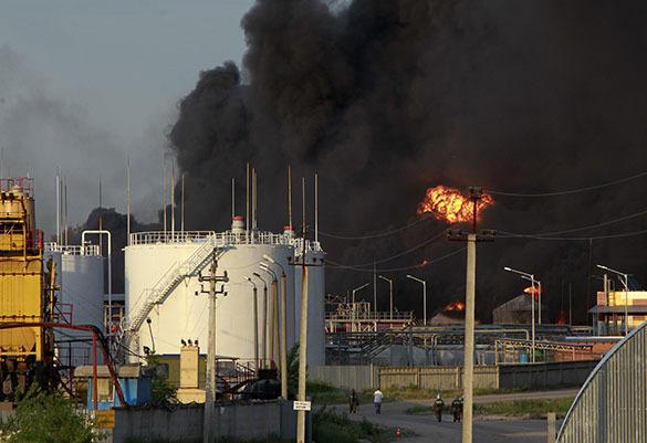 Massive fire at Kiev petroleum base to trigger acid rains above whole of Europe. Kiev petroleum base fire
