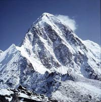 Rock and folk singers prepare concert on Mount Everest for cancer charity