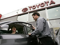 Will Toyota leave behind General Motors in 2008?
