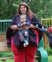World's Heaviest Mother Starves Herself for Her Child