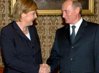 Merkel and Putin become friends over pelmeni and bear meat