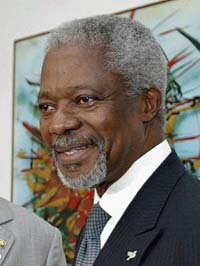 Kofi Annan inspects Sierra Leone after withdrawal of peacekeeping forces