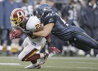 Lofa Tatupu signs 6-year contract extension with Seattle Seahawks