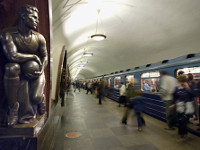 Moscow subway sells free tickets for 30 sit-ups. 51490.jpeg