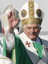 Benedict XVI meets Italian soccer team