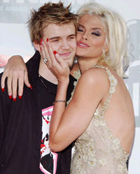 Anna Nicole Smith's son dies from fatal dose of drugs