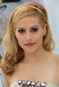 Brittany Murphy Collapses in her Bathroom and Dies