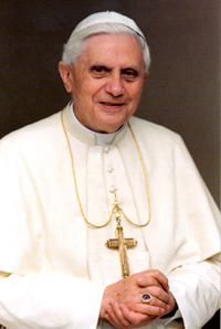 Benedict XVI to walk through Auschwitz gate to honor victims