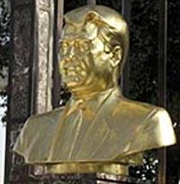 Turkmen president immortalized himself before death