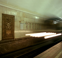Mentally unbalanced maniac pushes people down on railway tracks in Moscow metro