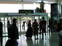 Woman accidentally strangles herself in US airport