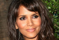 Halle Berry apologizes for inappropriate joke