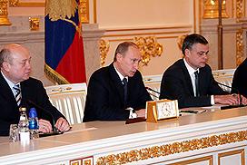 Kremlin hires Western PR firm before G-8 summit
