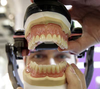 Man steals false teeth from his friend's mouth