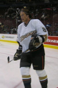 Anaheim Ducks welcome Teemu Selanne back