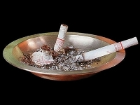 WHO urges ban on smoking in public places