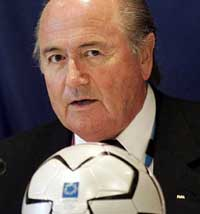 FIFA chief Sepp Blatter in India to promote soccer