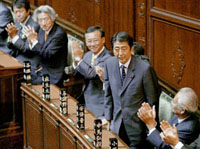 Japan to remain non-nuclear power, government spokesman says