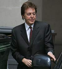 Paul McCartney and Heather Mills battle in London's court