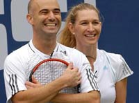 Agassi hits Graf in face with racket