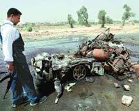 Suicide car bombing kills 4 soldiers in Pakistan (hinduonnet)