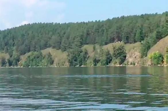 Man captures unknown monster on camera while kayaking on Chelyabinsk lake. 58579.jpeg