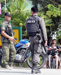 Bomb injures 16 soldiers going to military base in southern Thailand