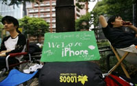Apple's iPhone 3G debuts in Japan, toy geeks thrilled