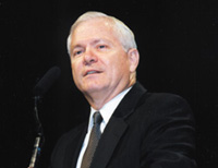 Robert Gates arrives in Pakistan to conduct talks on terrorism