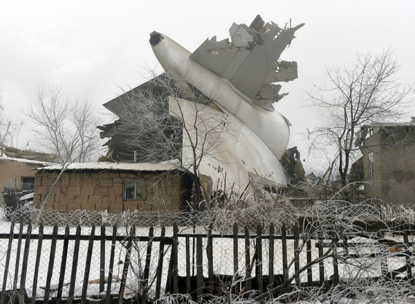 Boeing 747 cargo plane crashes on village in Kyrgyzstan, at least 37 killedю Video. 59600.jpeg