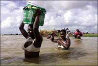 Thousands evacuated from flooded Mozambique